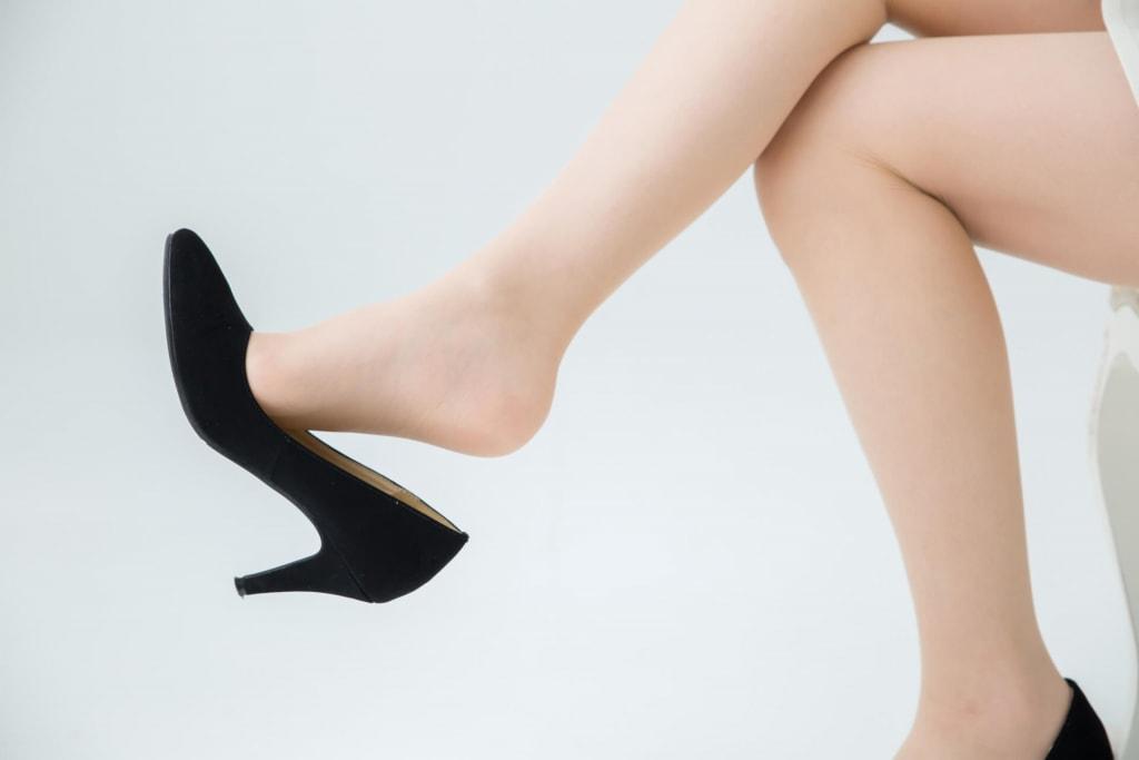 女性で育ちが悪い人の特徴|足癖が悪い
