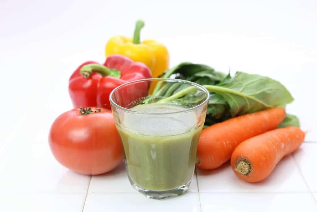 野菜ジュースダイエットで人気の手作りレシピ