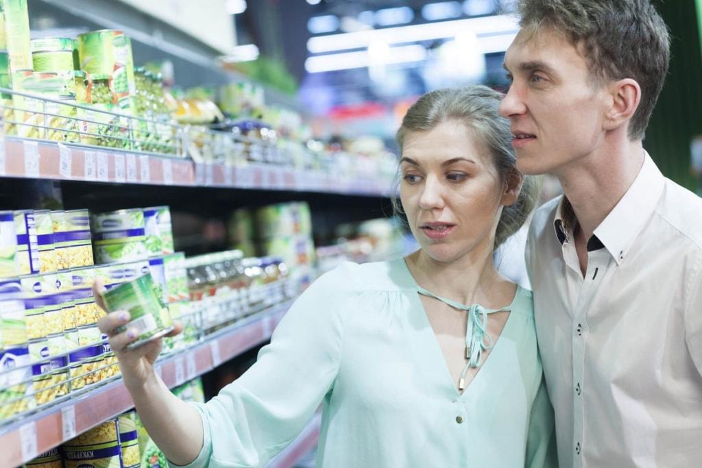 理想のカップル像■スーパーで晩ご飯の内容を相談しながらお買い物