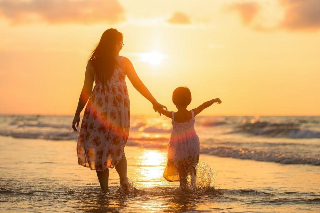 母性本能がある人の特徴①子供好き