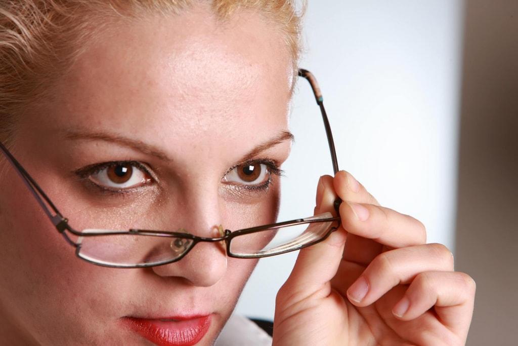 芸能人のメガネ女子を参考にしよう
