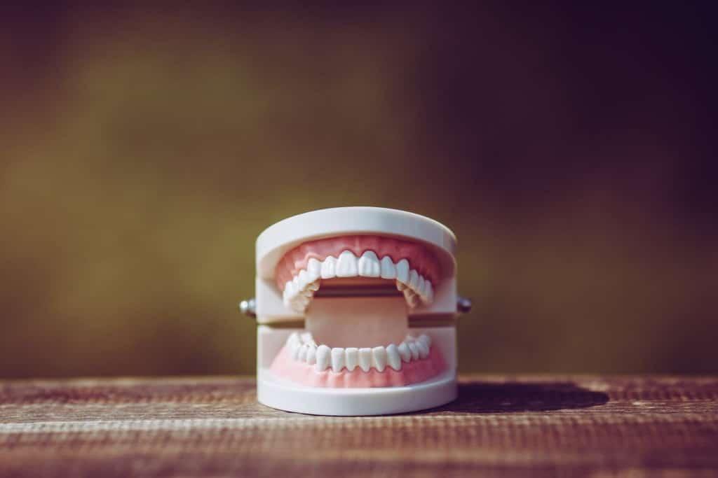 やってはいけない自分で歯を白くする方法